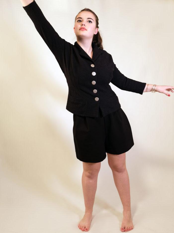 Labelalyce short noir veste luccio noir pique coton retro dior cintrée confortable manche troisquart face
