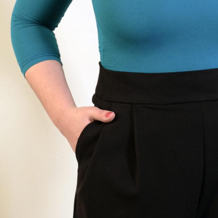 SHORT : noir en jersey 100% laine
