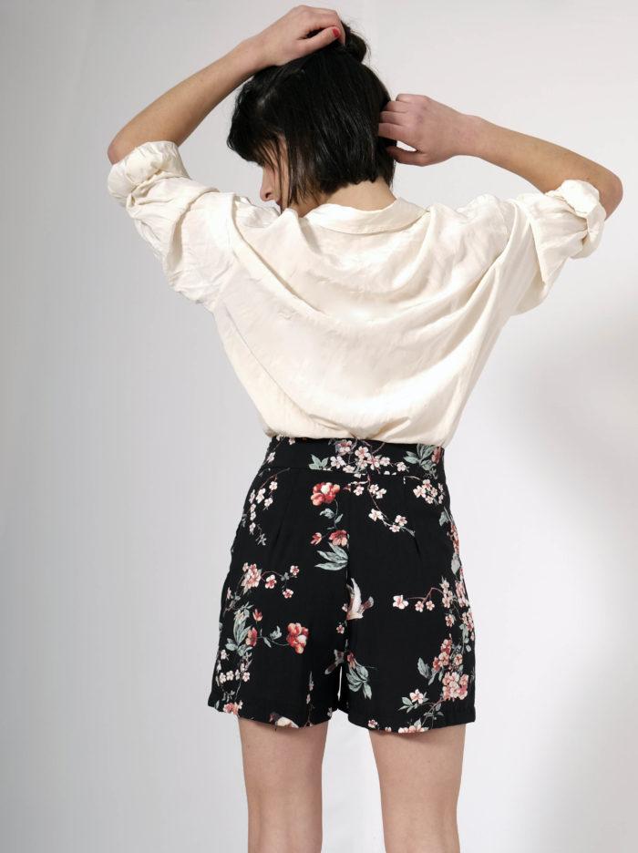 Labelalyce short isis viscose hrondelles fleurs japonais tissu fluide pin up taille haute confort poches dos detail